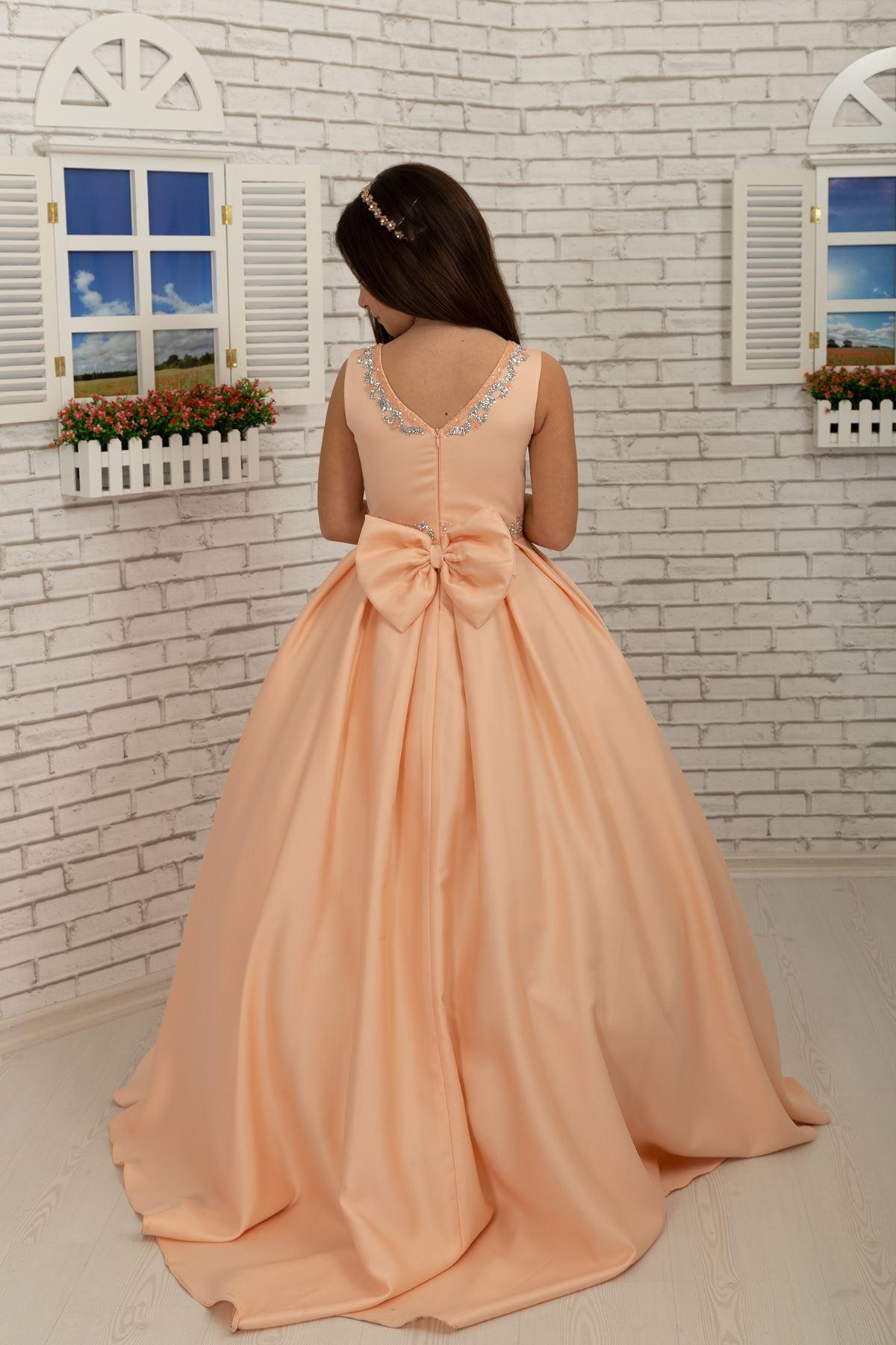 Détail de la taille et du cou, robe de soirée satin Fluffy Girl 631 Salmon