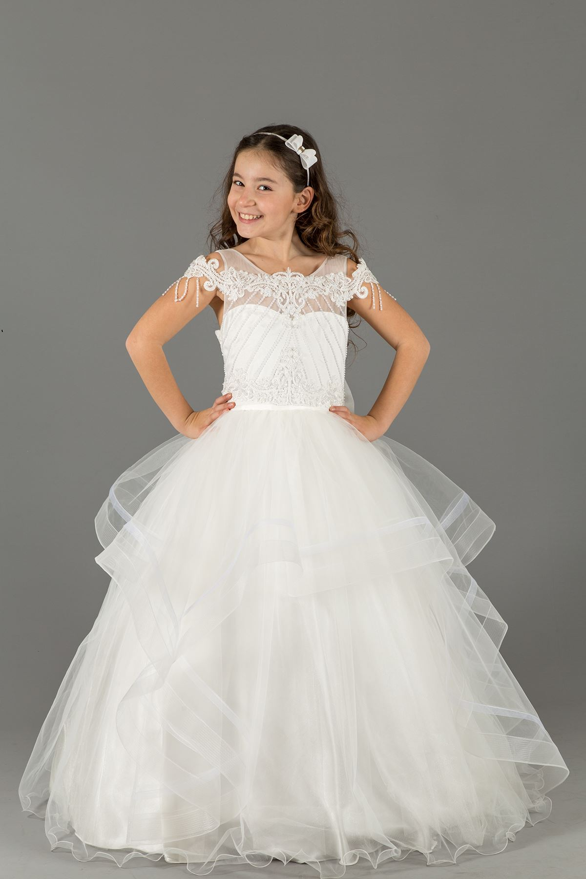 Aplicación bordada, detalle de hombro, falda en capas, vestido de noche de niña esponjosa 591 Crema