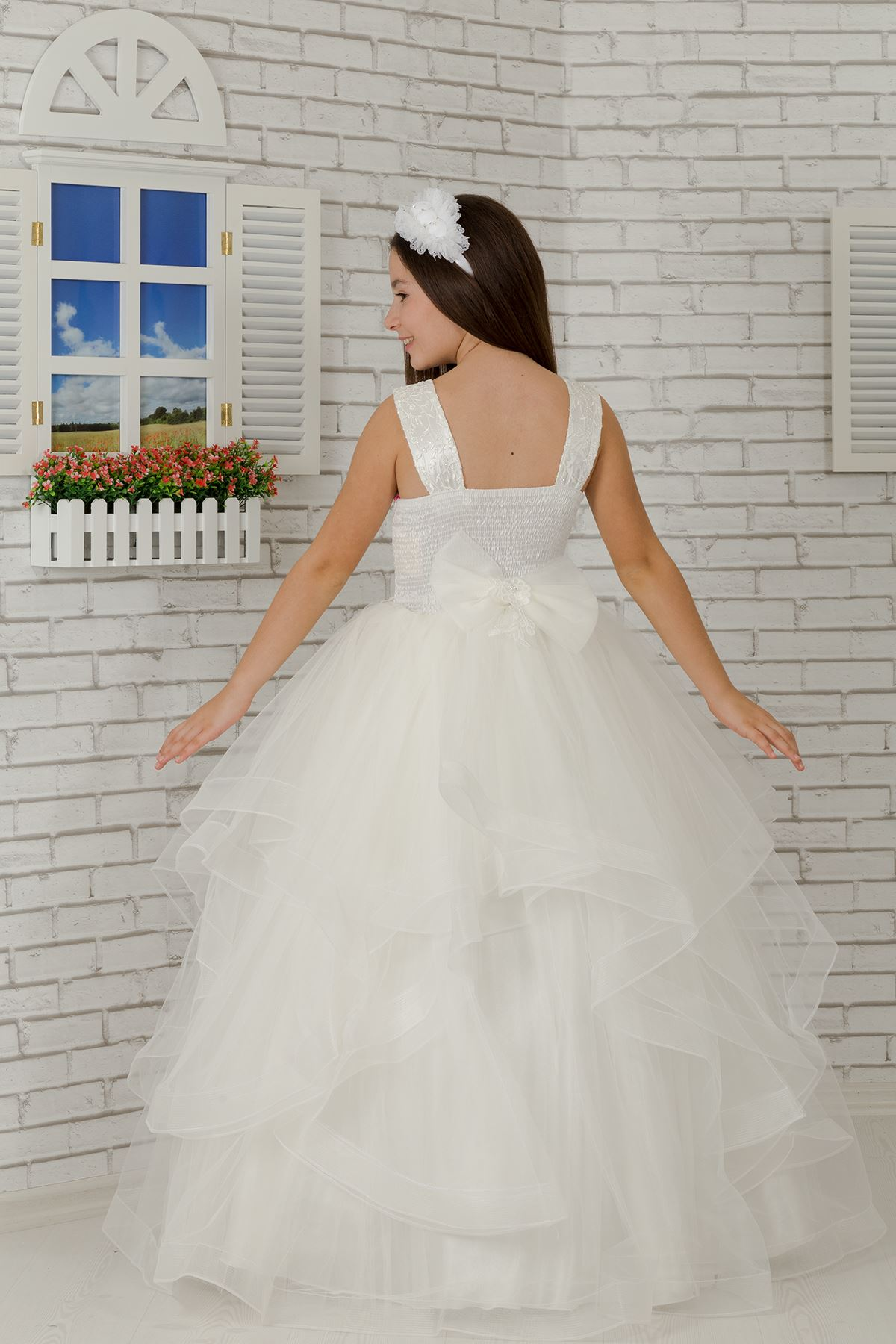 زين مطرز ، تفاصيل زهرة الخصر ، فستان سهرة تول للبنات منفوش 607 كريم