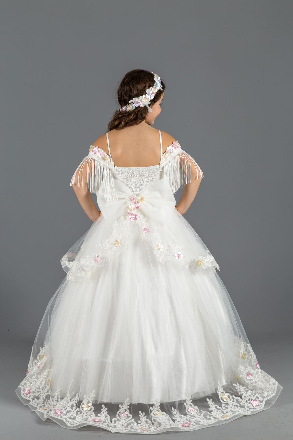 Bolyhos lány esti ruha vállrész részlet, 3 méretű virágok, Tulle 564 krém