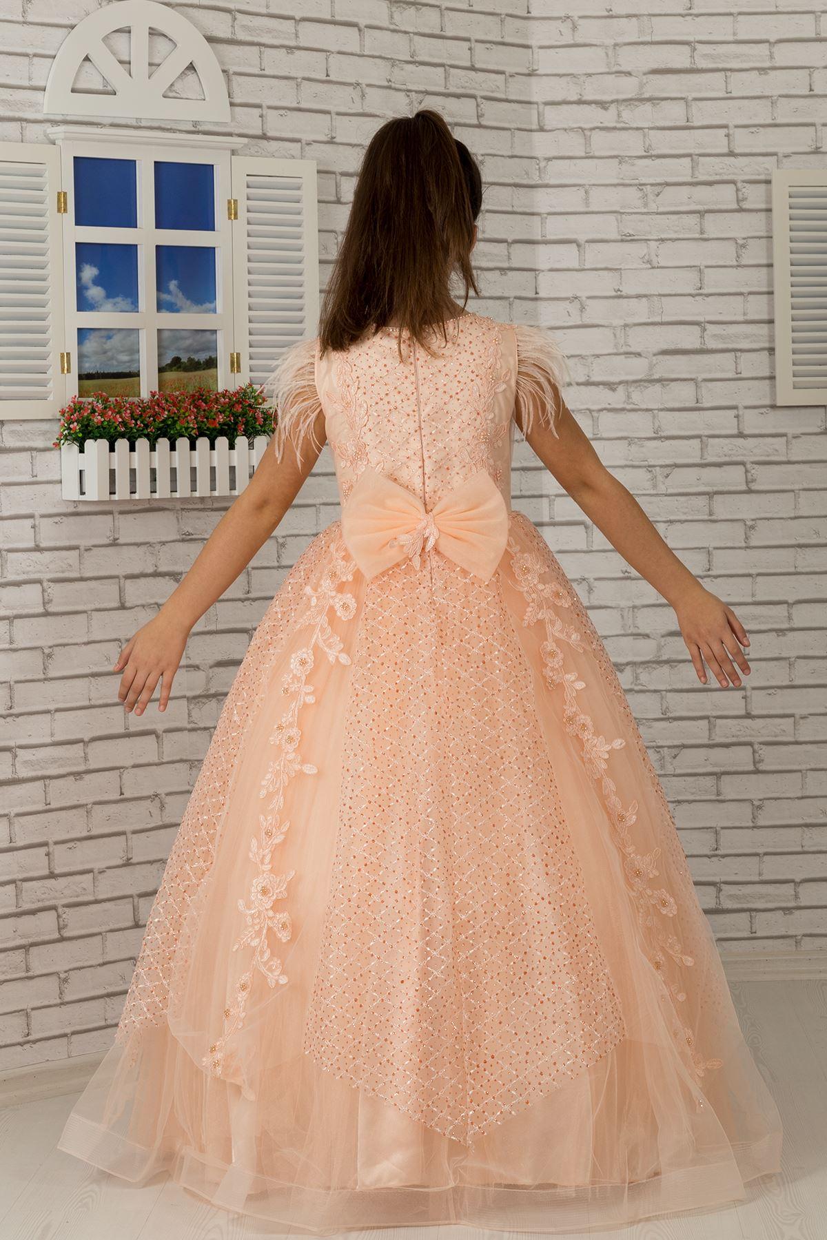 Flauschige Mädchen Abendkleid 603 Lachs mit Schulter Feder detail, Applikation, silbrig Tüll